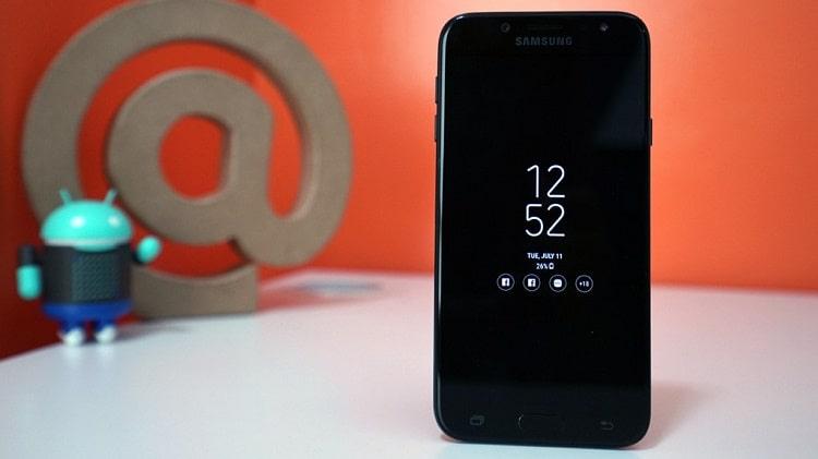 Đảm bảo Samsung J7 Pro luôn trong tình trạng khô ráo và sạch sẽ