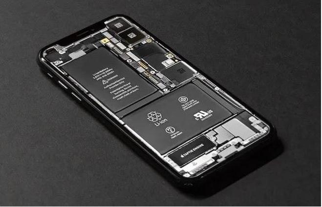 Kiểm tra pin trên điện thoại để thay pin mới