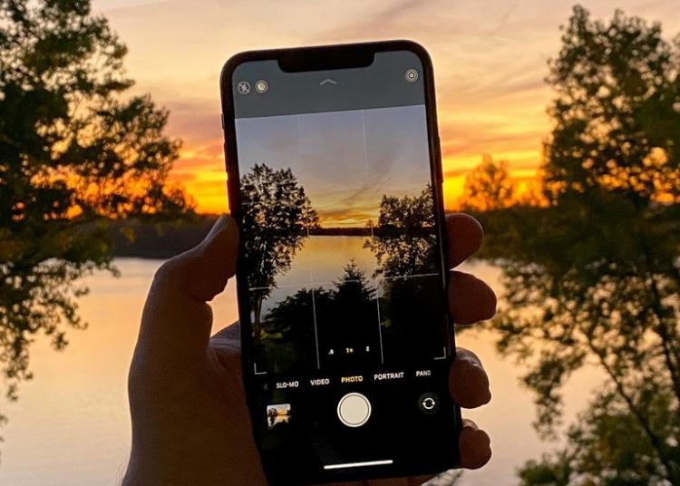 iPhone 11 chụp ảnh bị mờ, bạn phải làm sao?