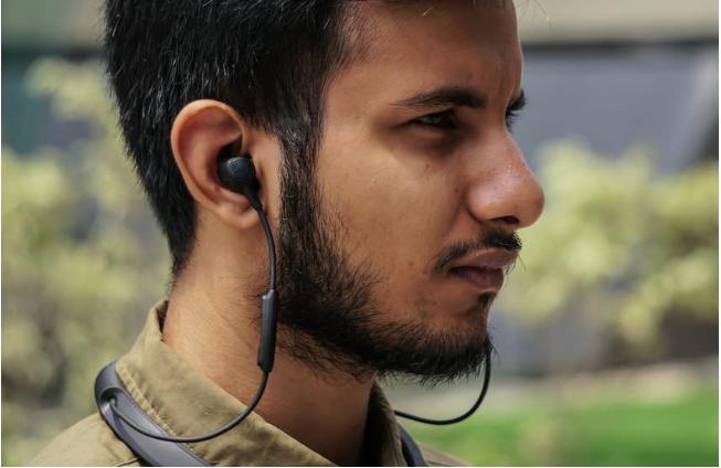 Tai nghe Bluetooth hư 1 bên khiến bạn vô cùng khó chịu