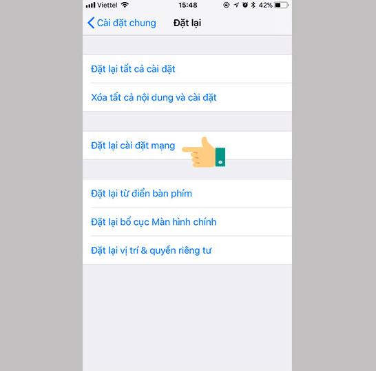 Đặt lại cài đặt mạng để khắc phục lỗi iphone không dò được wifi